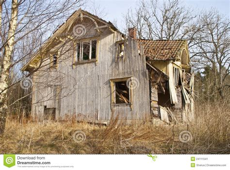 Verfallenes Haus, Haupteingang Stockbild  Bild 24111541