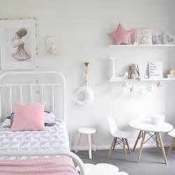 bedroom painting ideas 25 best simple bedroom ideas on small