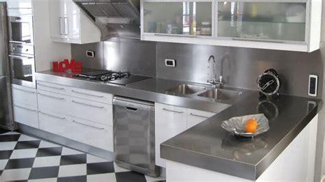 cuisine noir et inox cuisine plan de travail de cuisine classique en inox