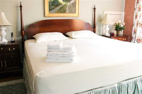 Cape Cod Linen Rental King Bed Sheet Options