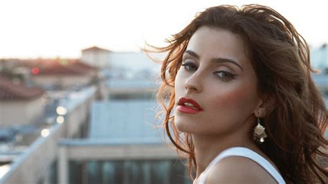 nelly furtado wallpapers images  pictures backgrounds