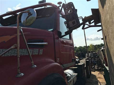 volvo vhd stock  salvage  vcab  cabs tpi
