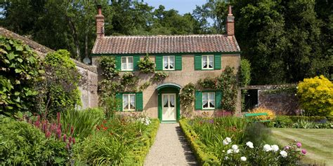 Country Cottage by 11 Photos Of Country Cottages That Make Us Want