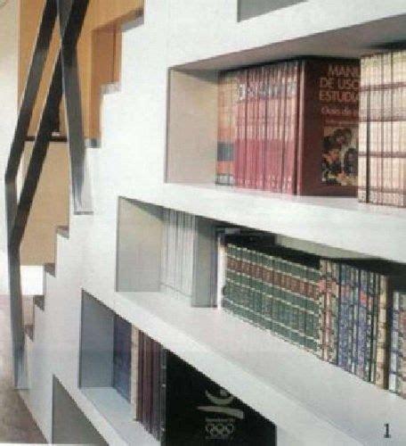 bajo escalera biblioteca casa web