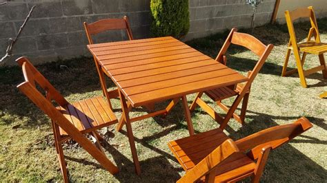 mesa de madera  jardin plegable  sillas