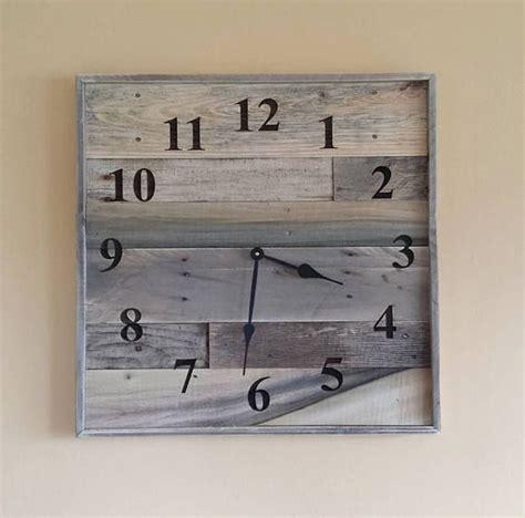 afficher horloge sur bureau 17 meilleures idées à propos de horloges de bois sur