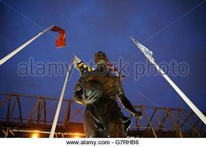 Wolverhampton Vereinigtes Königreich : billy wright statue au erhalb der wolverhampton wanderers ~ Watch28wear.com Haus und Dekorationen