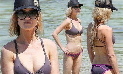Christina El Moussa flaunts toned torso in bikini