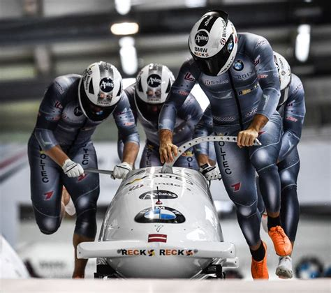 Bērziņa/Spriņģa bobsleja ekipāža iepriecina ar starta ...
