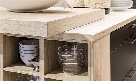 die kuechenarbeitsplatte als theke bar oder tisch