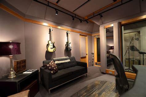 Studio musik memiliki dampak terhadap proses kreativitas musisi di dalamnya. Merancang Desain Studio Musik di Rumah yang Ideal dan Nyaman | InteriorDesign.id