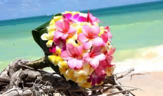 hawaiian wedding flowers the heavenly looking tropical wedding bouquets
