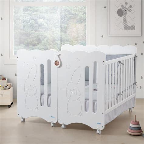 chambre de bébé jumeaux lit jumeaux jumelles lits design spcial jumeaux le