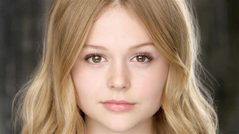 Emily Alyn Lind ficha por el drama The Babysitter de McG