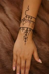 Tattoo Armband Handgelenk : armband tattoo symbole und bedeutungen tattoos zenideen ~ Frokenaadalensverden.com Haus und Dekorationen