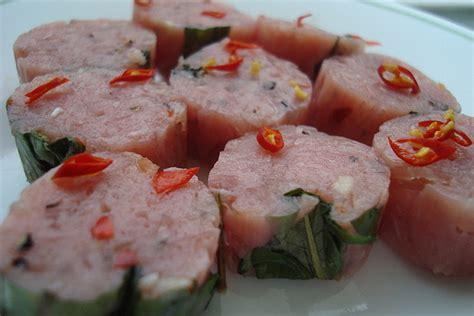 cuisine laotienne saucisse de viande de porc fermentée som moo nem chua