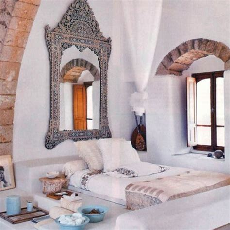 morrocan bed 66 mysterious moroccan bedroom designs digsdigs