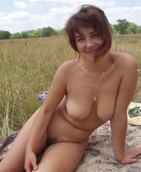 Amateur Redhead Milf Posing Naked Outdoors Russian Sexy