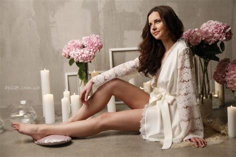 Short Silk Bridal Robe With Lace Sleeves F6(lingerie