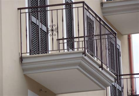 ringhiera per terrazzo i balconi in condominio
