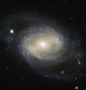 Hubble space telescope captures stunning image of barred ...