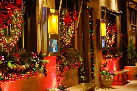 Italian Decorations For Home: Christmas Decorations At Strega Italian Restaurant