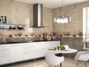 couleur cr馘ence cuisine decoration cuisine avec faience maison design bahbe com