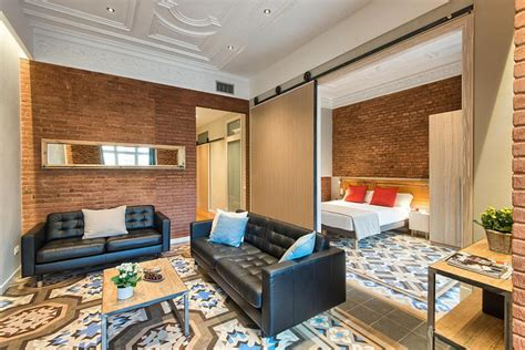 Chic Apartment In Barcelona's L'Eixample District : Chic Apartment With Brick Walls In Eixample
