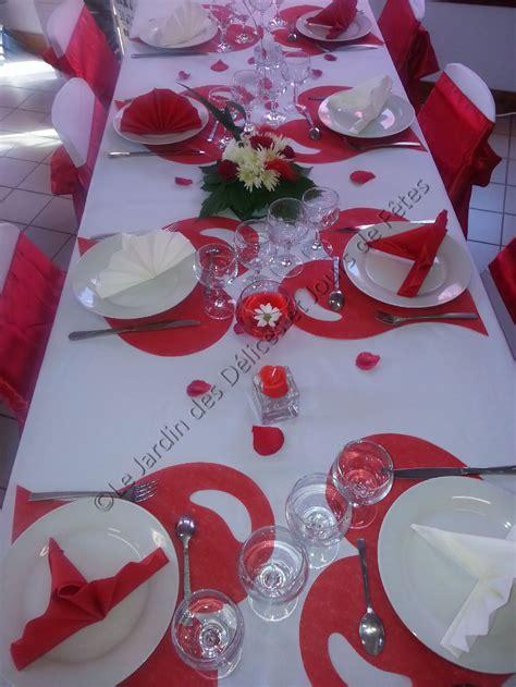 decoration table en rouge  blanc  ans de mariage en
