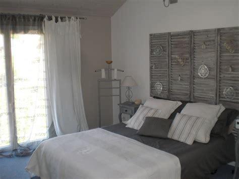 d 233 coration chambre gris et blanc