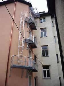 Leiter Mit Rückenschutz : feuerleitern fluchtleitern notleitern ~ Frokenaadalensverden.com Haus und Dekorationen