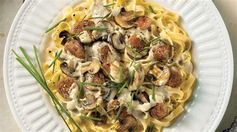 pate aux saucisse italienne p 226 tes aux saucisses aux chignons et au fromage bleu recettes iga fettuccine bison