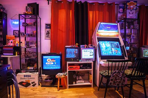 L'arcade Home Interiors : Donkey Kong, Pac-man, Arcade Machines And 20 Tv Screens In