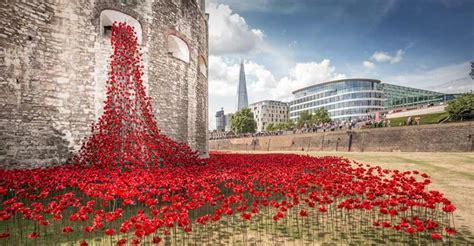 tower  london poppies beautiful ww centenary memorial