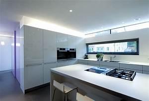 weisse kuche mit lichtband bauemotionde With lichtband küche