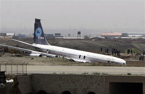 bizarre aircraft landings    world emirates