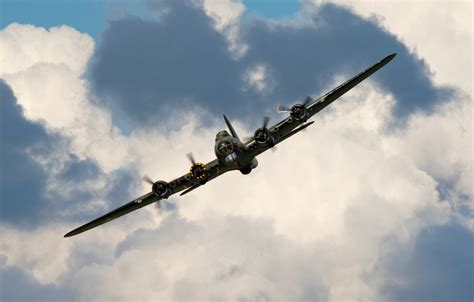 Find the best cell phone wallpaper on wallpapertag. Wallpaper the sky, bomber, the plane, American, heavy, during the Second world war, B-17 ...