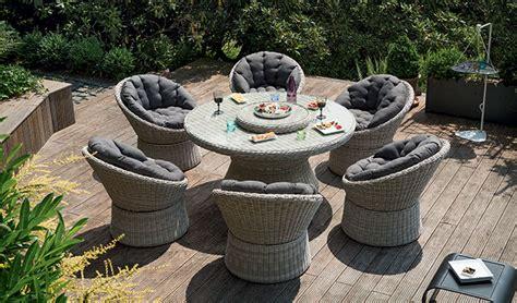 salon de jardin resine tressee ronde choisir et entretenir un salon de jardin en r 233 sine tress 233 e jardinerie truffaut conseils salon