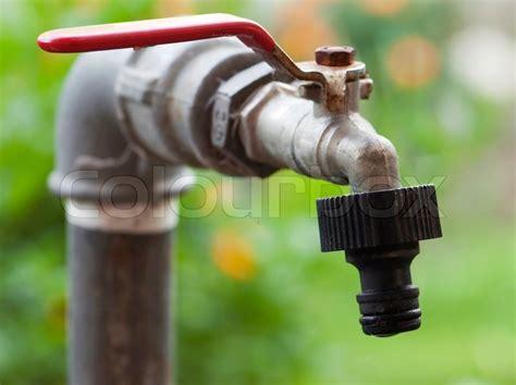 Rusty Garten Wasserhahn  Stockfoto Colourbox