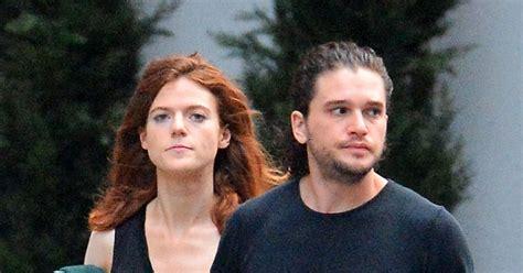 Exclusif - Kit Harington se promène avec sa compagne Rose ...