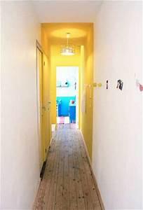 Peindre Couloir Deux Couleurs : lumineuse couleur jaune dans un long couloir troit ~ Preciouscoupons.com Idées de Décoration