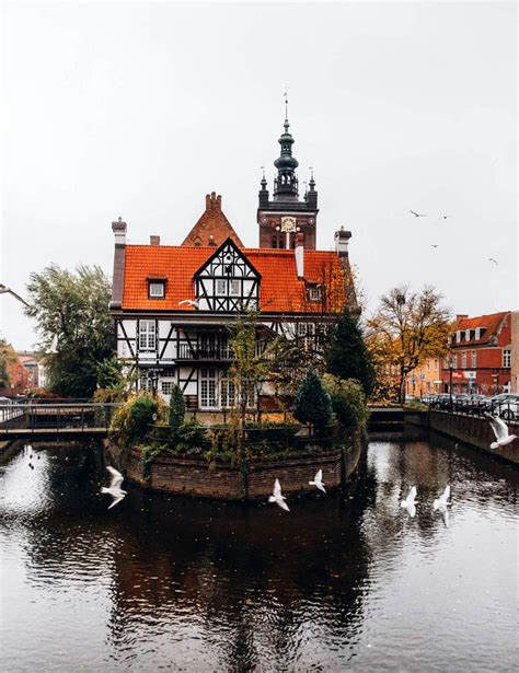 There are also many fine churches, museums, theaters, and gardens as well as a maritime. Old Town Gdansk // A Complete Weekend Guide