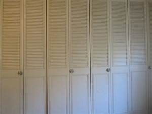 Decor: Contemporary Closet Decoration With White Louvered