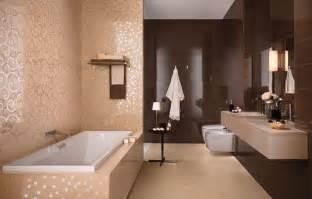 badezimmer beige braun glänzende bad fliesen atlas concorde italienische eleganz im bad