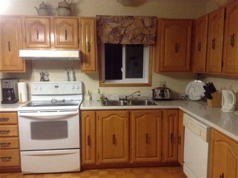 teindre armoire de cuisine moderniser mes armoires de cuisine en chêne