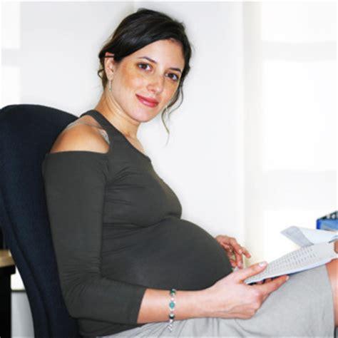bureau enceinte enceinte comment s 39 habiller classe au bureau maman
