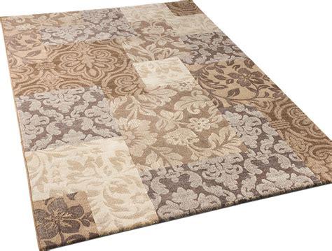 tapis design de qualite carreaux baroque motif mele en