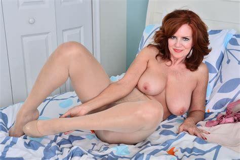 American Milf Andi James Rubs Her Pantyhosed Pussy Porn C1