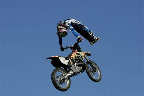 motocross freestyle tricks fmx freestyler robert haslam caps 2012 with flair and