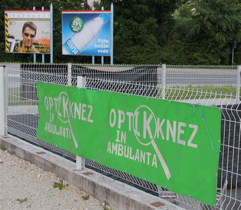 Jumbo plakat konkurence postavili tik Optike Knez